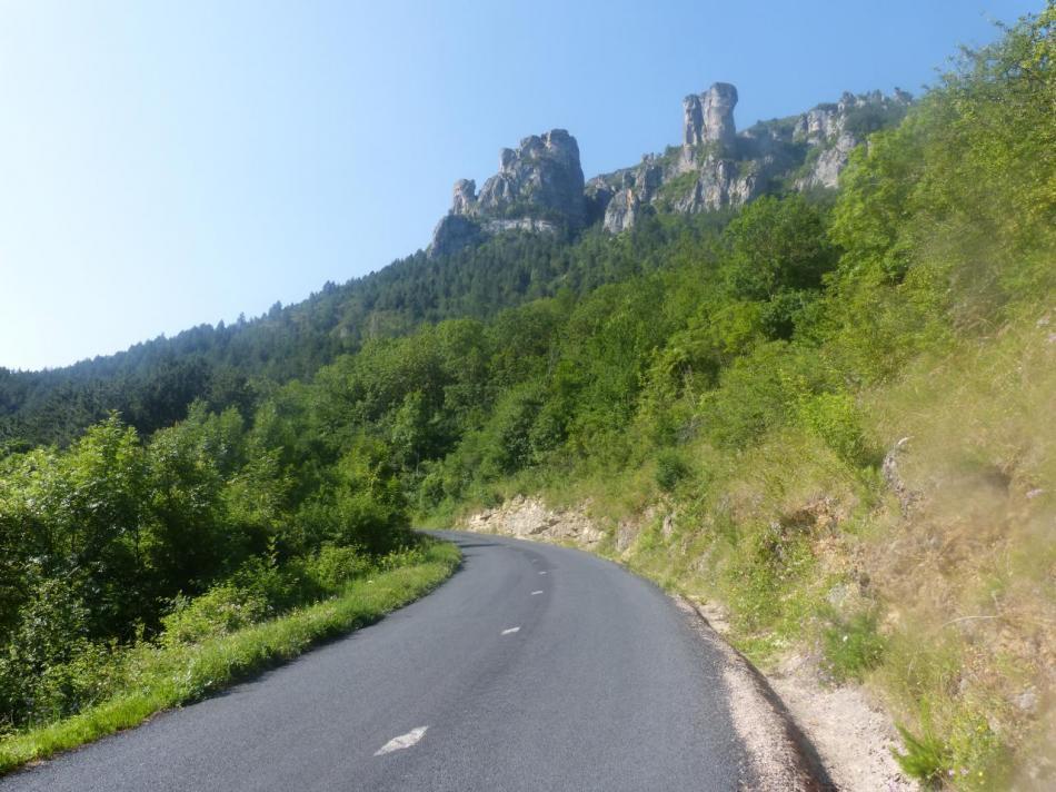 le début de la montée du col de Pierre Plate au dessus de Florac