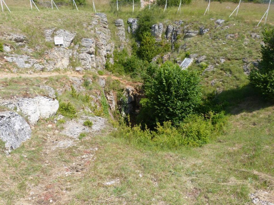 le puits naturel d'accès de l' Aven Armand