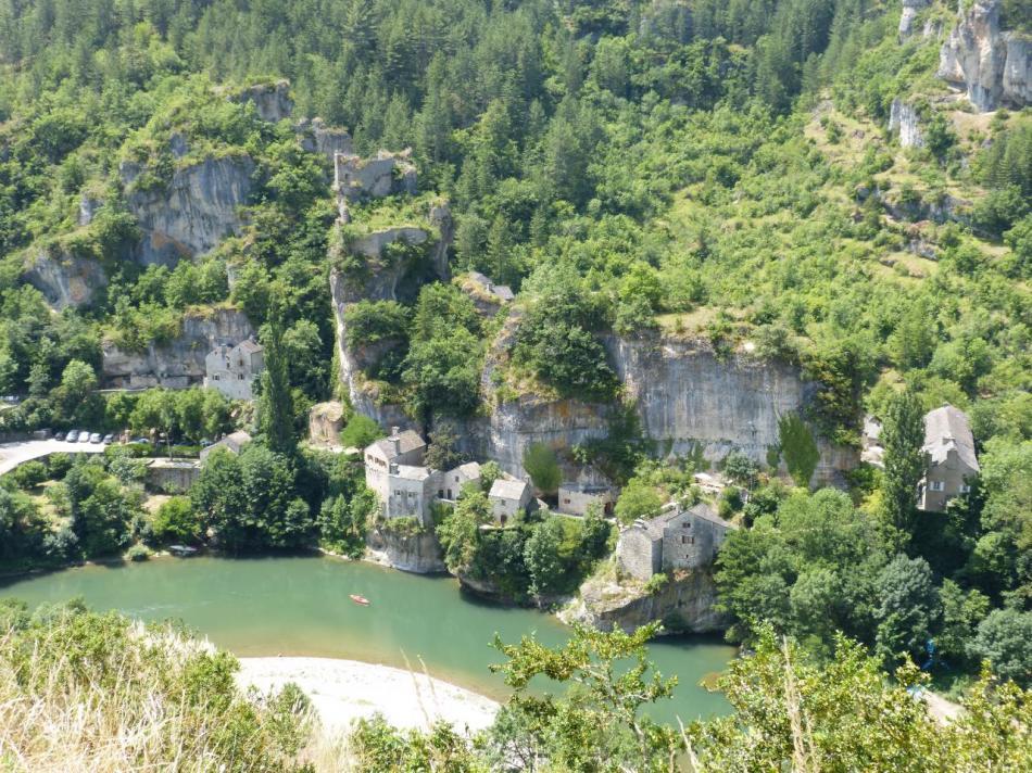 Le village de Castelbouc et son château
