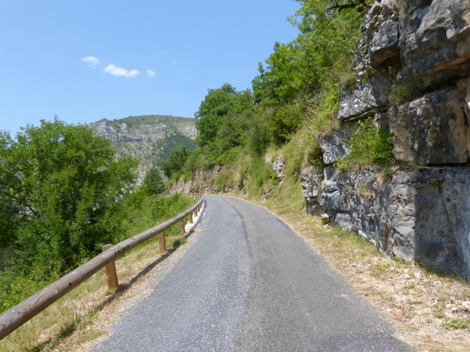 La remontée vers le village de Montbrun