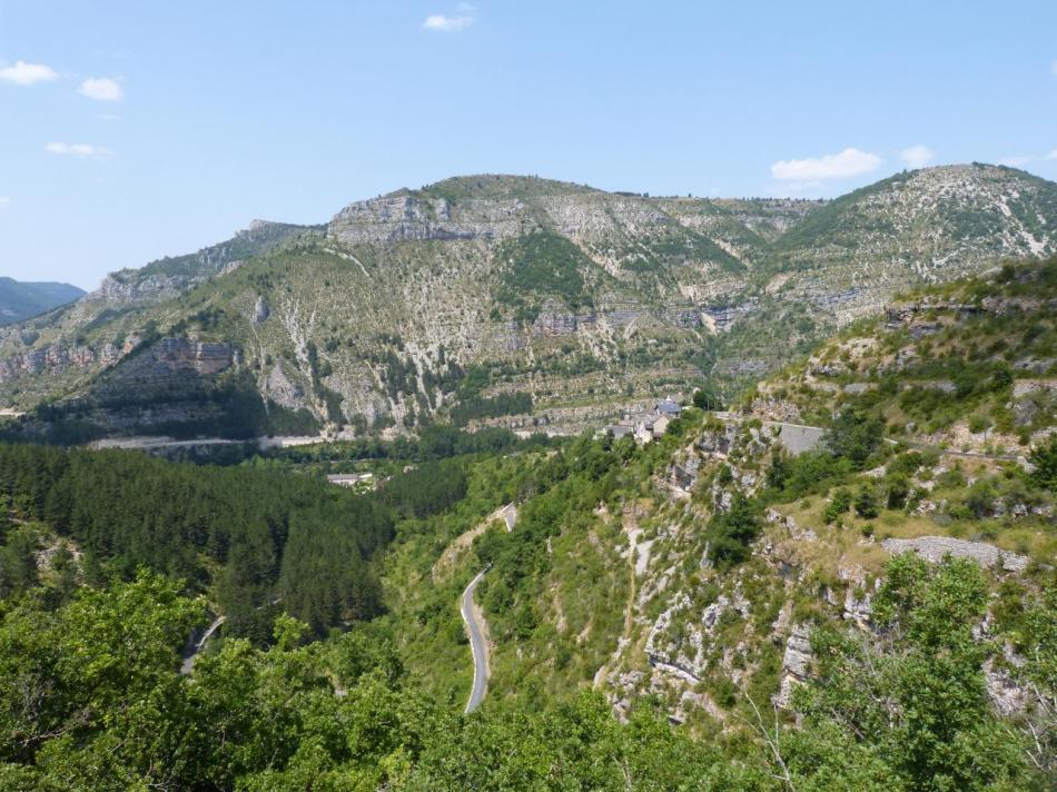 Remontée vers le causse Méjean au dessus de Montbrun et la vallée du Tarn