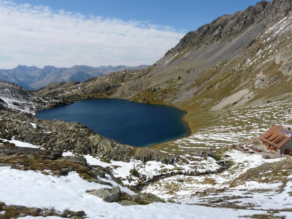 Refuge des Vens au dessus du lac supérieur