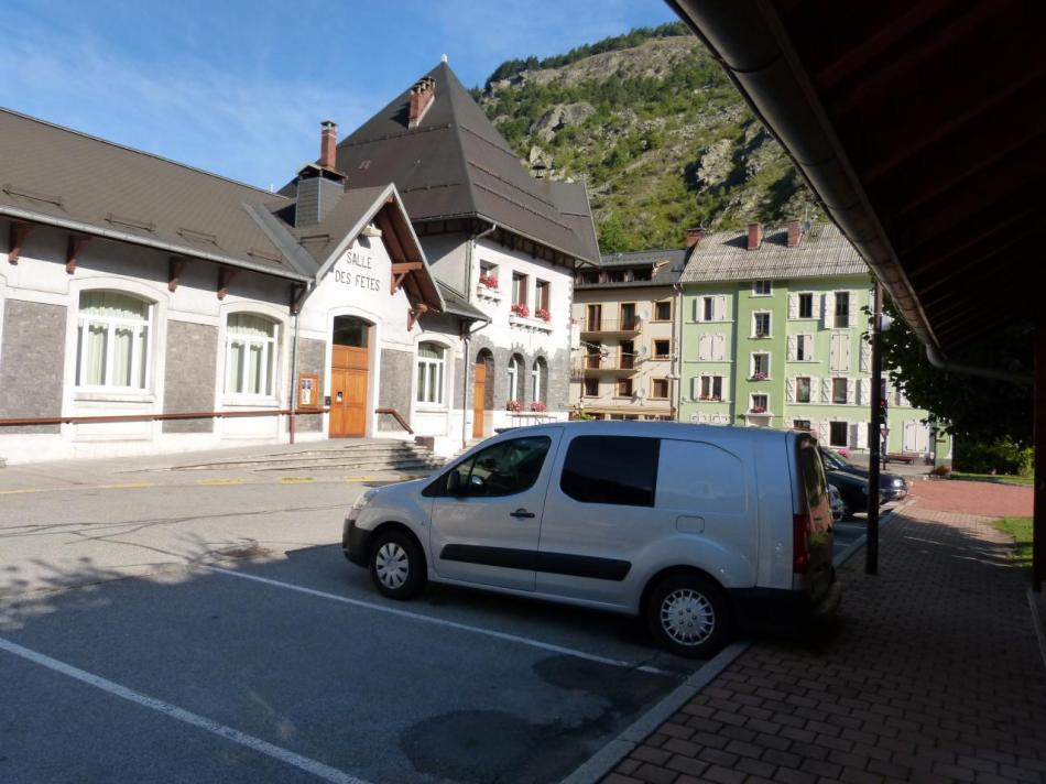 Stationnement à Fourneaux (Savoie)
