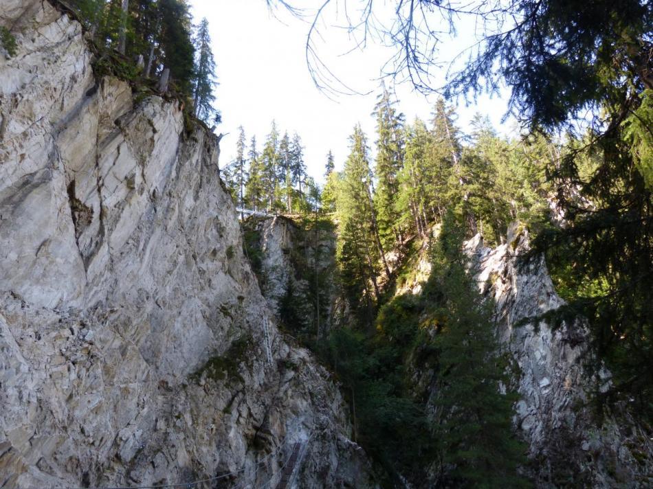 Vue d' ensemble sur la première partie de la via de val Fréjus