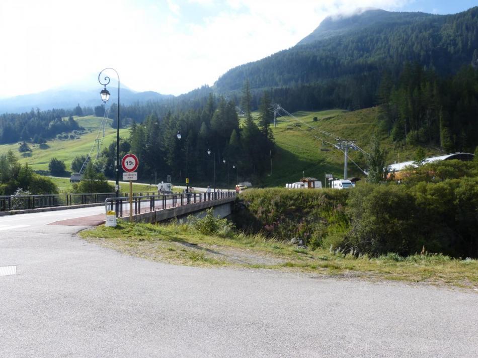 Sortie de Lanslebourg et début de l' ascension du col du Mont Cenis