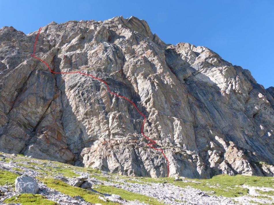 l 'itinéraire de la via sportive du rocher blanc, la via peu difficile est sur la droite
