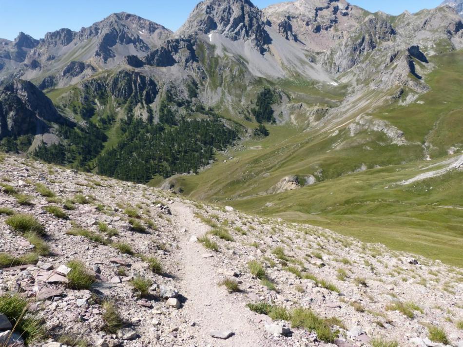 le sentier de descente des vias du rocher blanc