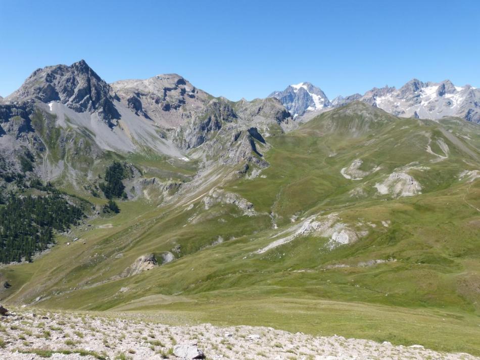 ambiance haute montagne depuis le sommet du rocher blanc