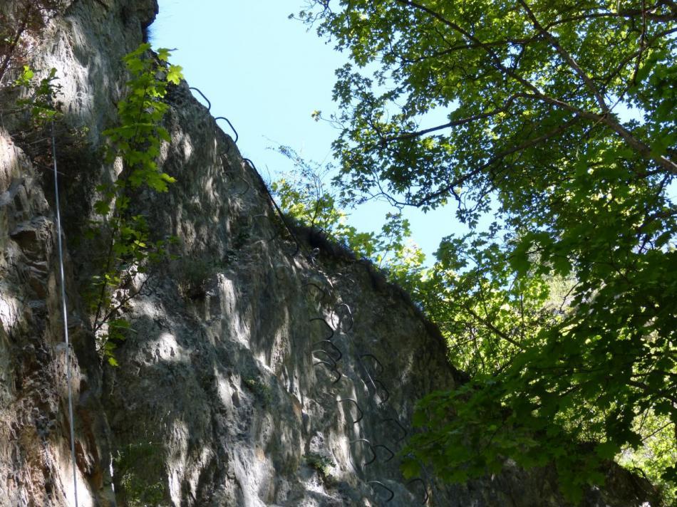 l'itinéraire se poursuit sur l' ar^te du rocher
