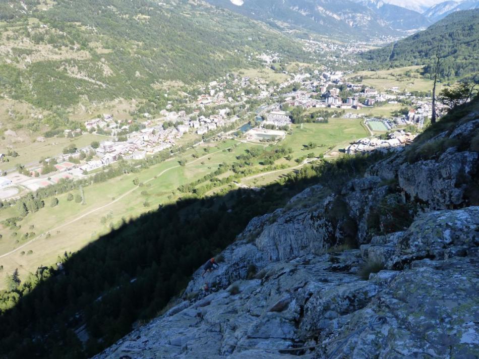 le début de la descente du rocher de Bez vue du haut
