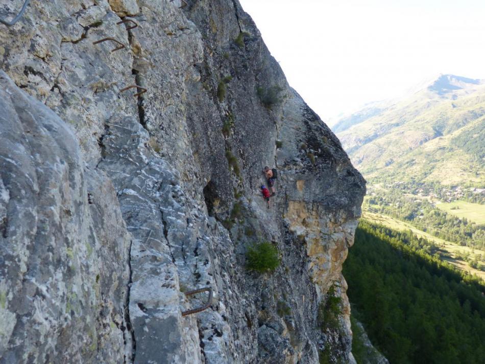 la montée en diagonale vue depuis la descente ferrèe de la via du rocher duBez