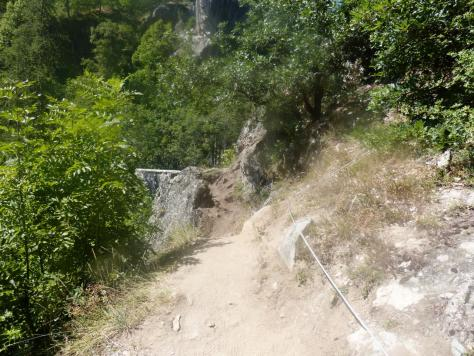départ de la via des gorges d'Ailefroide, elle passe au dessus du tunnel