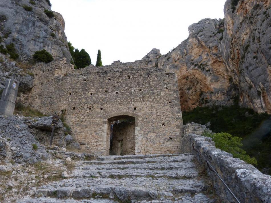 à l' approche de la Chapelle (portail)