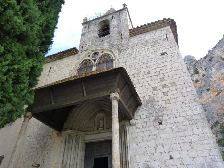 au pied de la chapelle Notre dame de Beauvoir