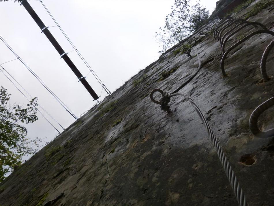 le départ du parcours ludique sous les passerelles à la via du Rocher au dade à Morez