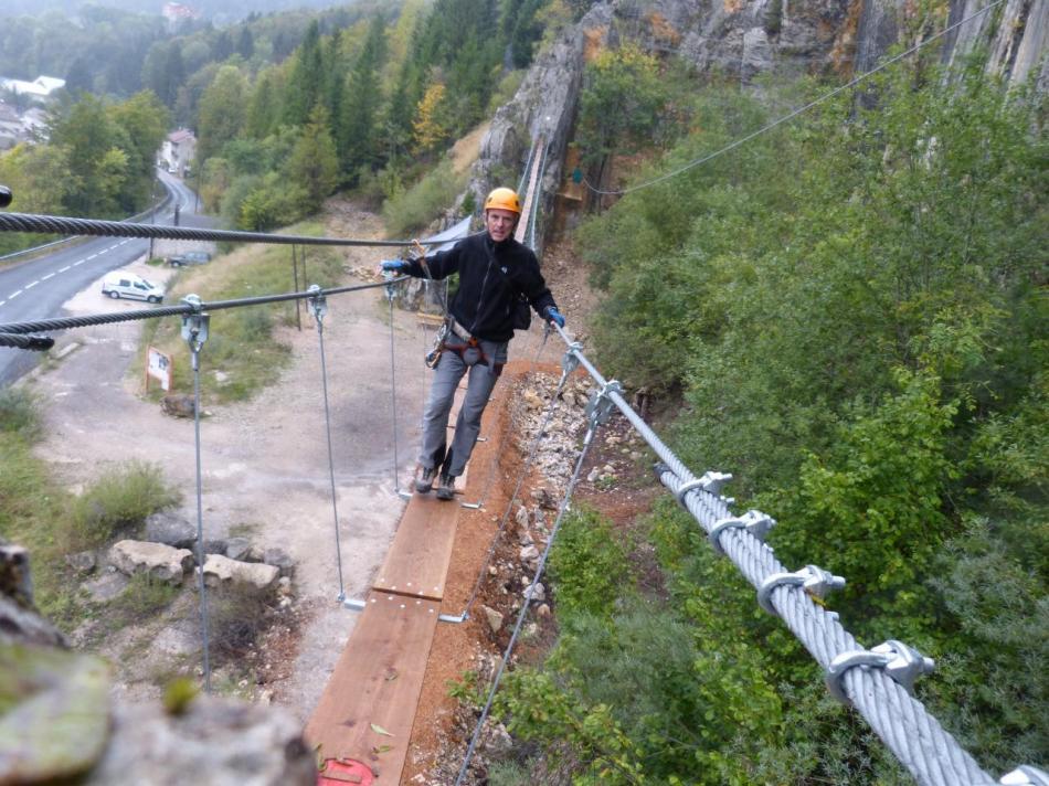 grande passerelle - parcours ludique via de Morez, en retour la tyrolienne