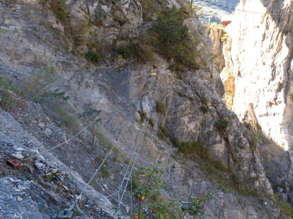 la traversée du pont tibétain dans la noire  (gorges de la Durance)