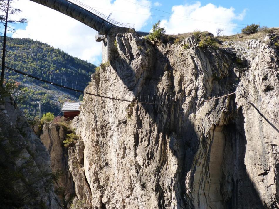via noire dans les gorges de la Durance, le retour par la grande passerelle