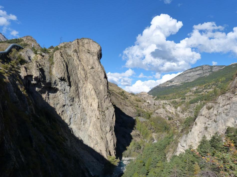 via noire dans les gorges de la Durance,vue sur le dernier pilier