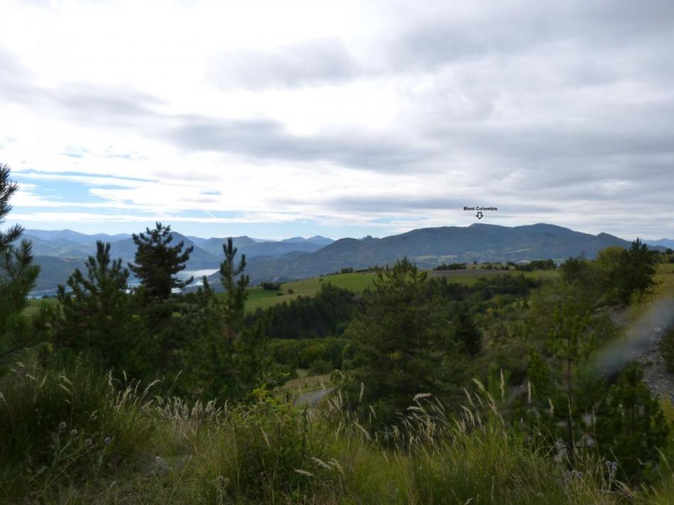 Toujours depuis St Apollinaire, vue sur le lac de Serponçon et sur le mont Colombis (montée à vélo prévue pour bientôt)