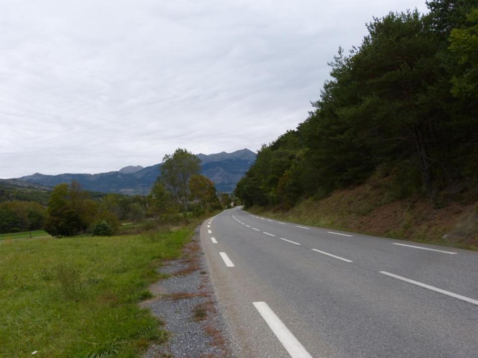 la D942 qui mène à Remollon entre autre