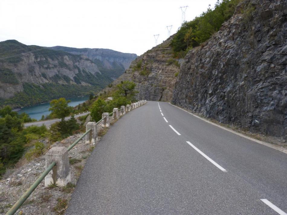 la montée vers le barrage du lac de Serre ponçon