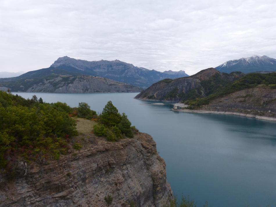le lac de Serre ponçon depuis le barrage