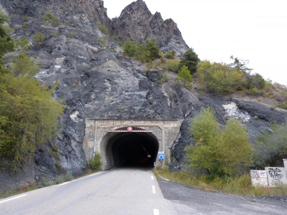 tunnel dans la montée du col de Lebraut