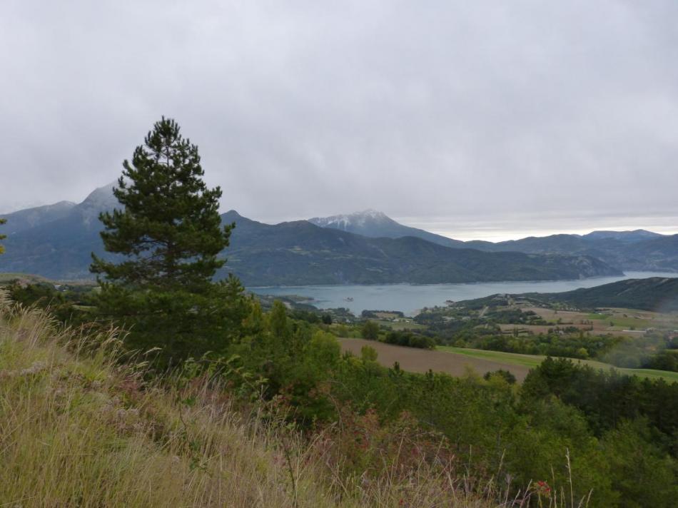 vue sur le lac dans la remontée sur St Apollinaire