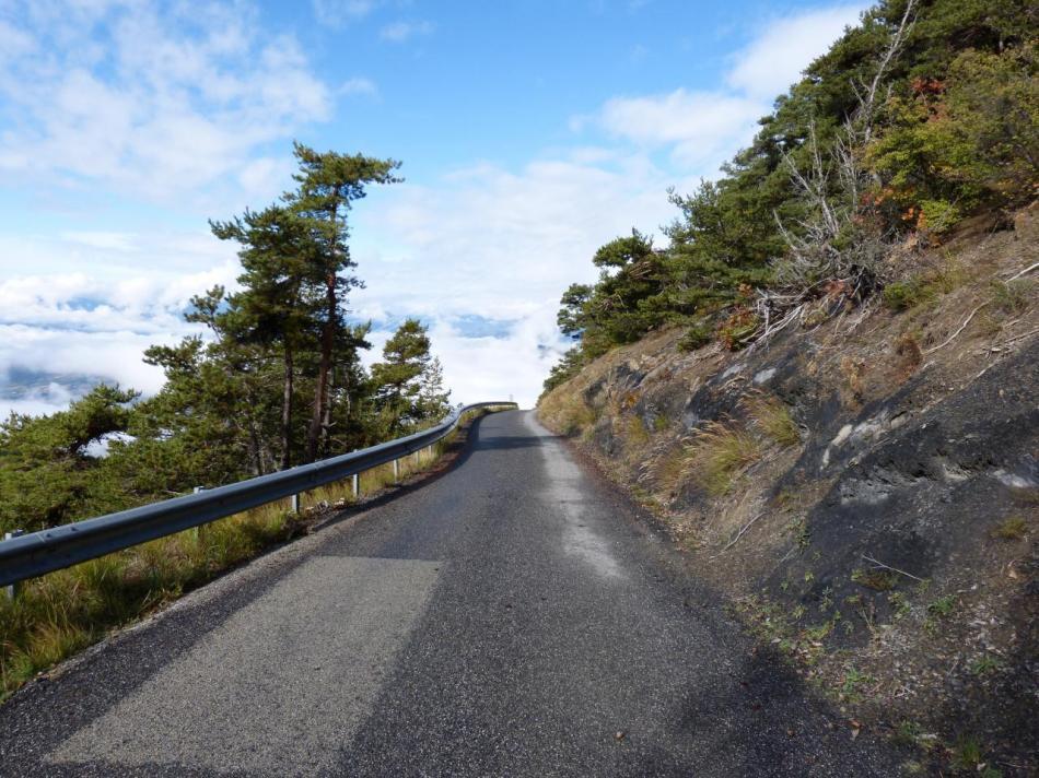 les rampes à fort pourcentage des derniers kilomètres du mont Colombis