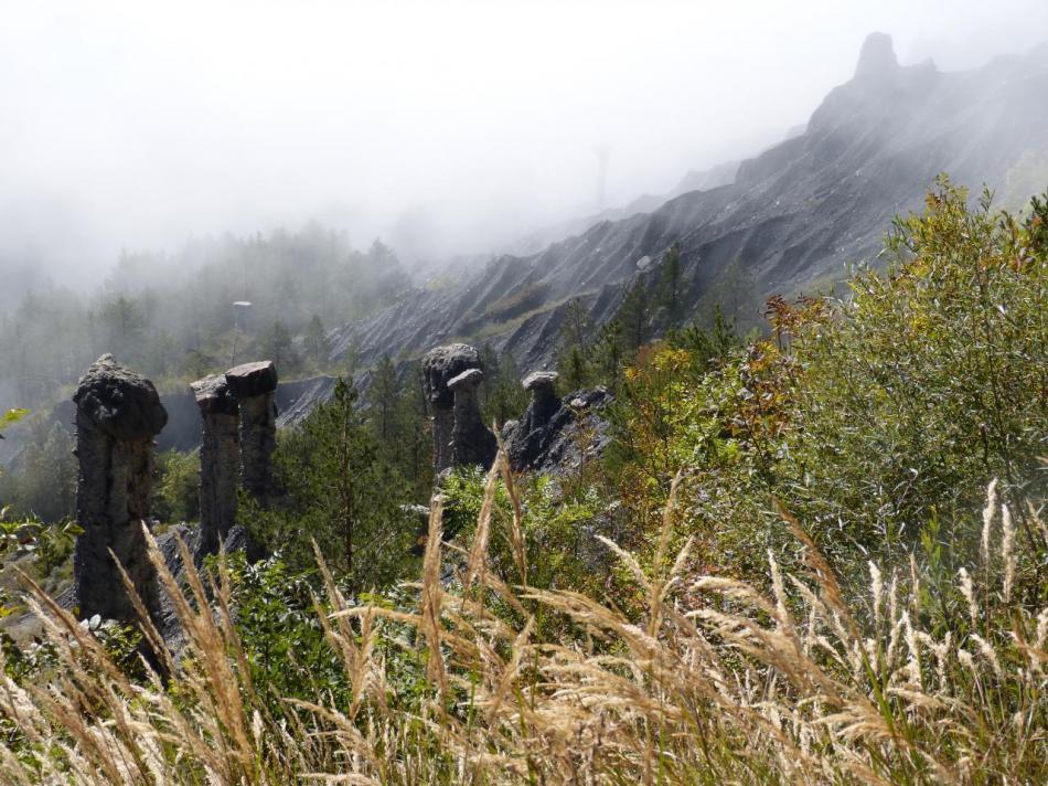 les demoiselles coiffées dans la montée du Mont Colombis