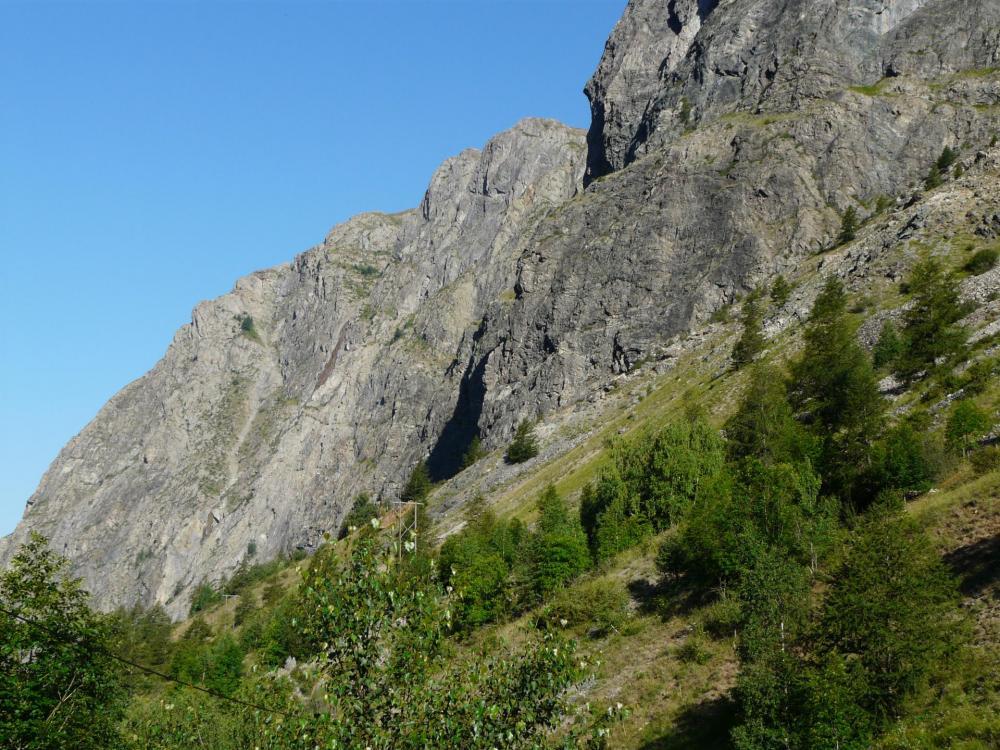 le massif rocheux de la via ferrata du Grand Clôt