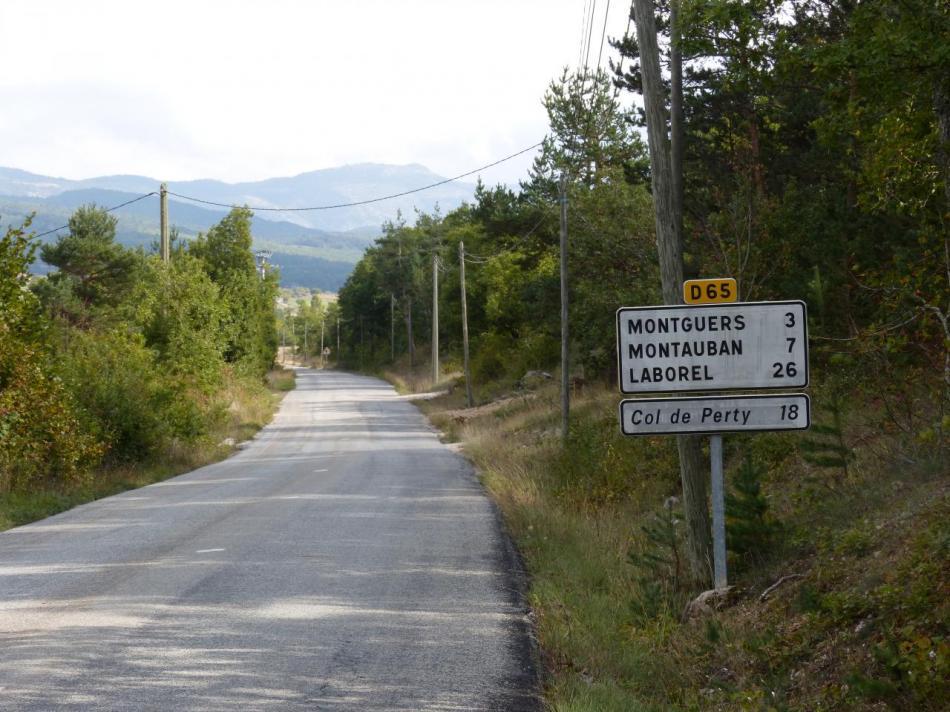 la route au départ de St Auban sur l' Ouvèze