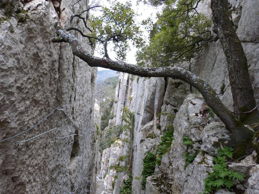 """la """"roumpo quièu"""" à Buis les Baronies ...petite balade entre les rochers avant la montée à la croix !"""