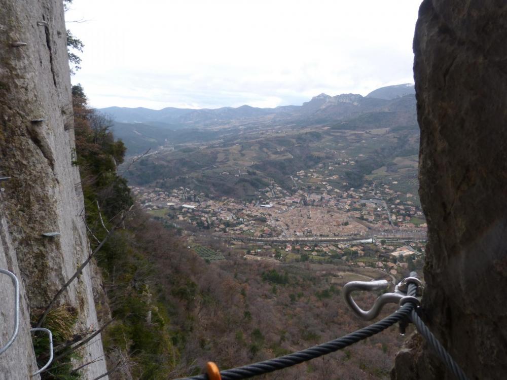 """A la sortie du passage"""" étroit"""" - Via ferrata à Buis les Baronies la """" Thiousso"""" (Drôme)"""