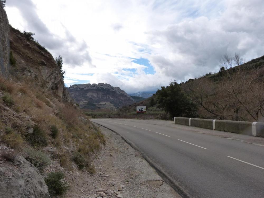 En route vers Ste Euphémie par la valée de l' Ouvèze en quittant Buis et le rocher St Julien