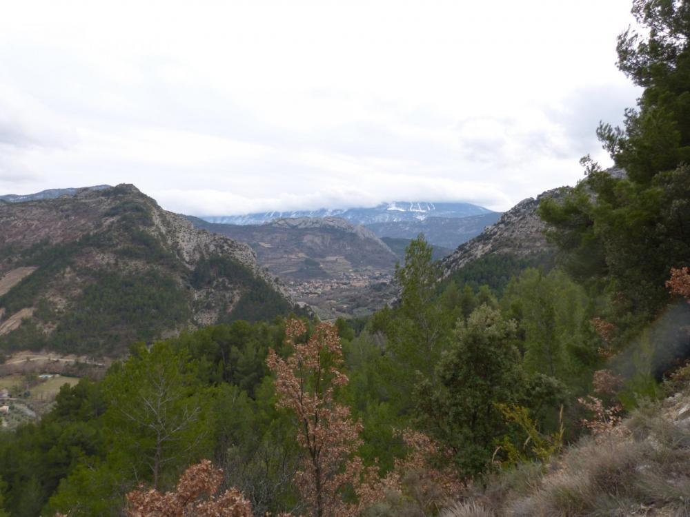 Descente du col d' Ey vers Buis les baronies, rocher St Julien en vue