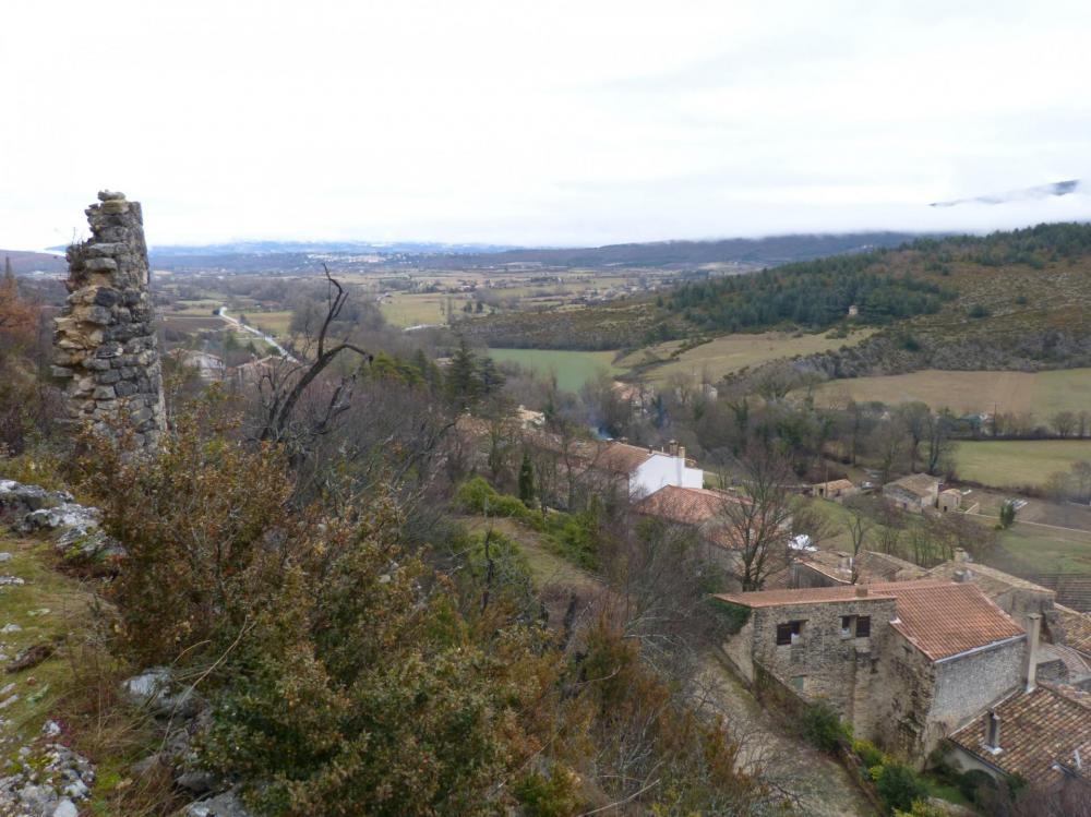 le village de Monieux depuis le sentier