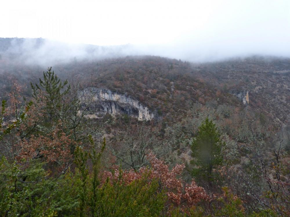 vue depuis le haut des gorges de la Nesque, passage sous les voûtes