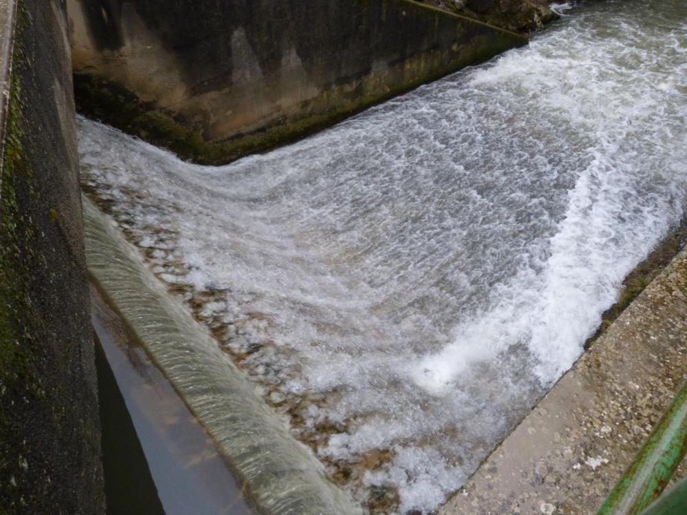 le barrage sur la Nesque (lac du Bourget)