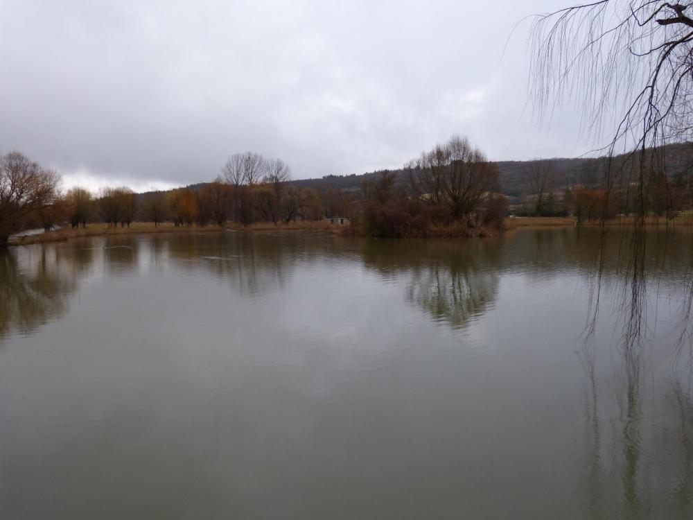 le lac du Bourget juste avant les gorges de la Nesque