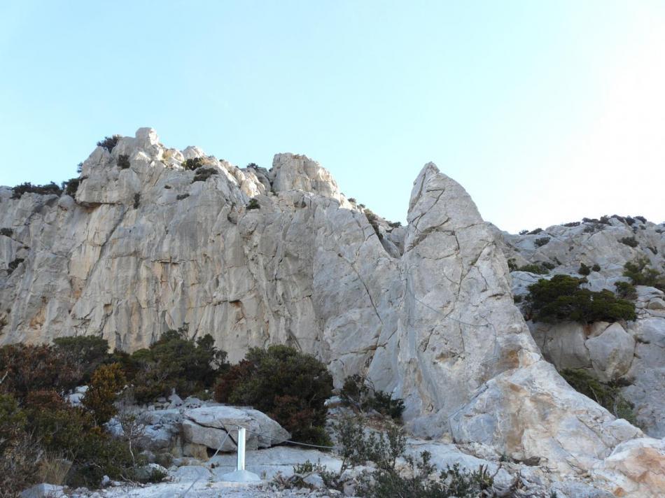 La suite de la via remonte la partie la plus haute des rochers