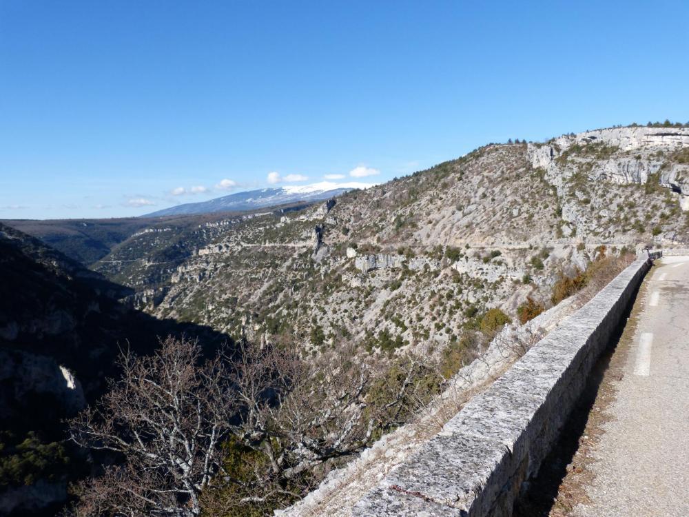 Magnifique descente à vélo dans les gorges de la Nesque
