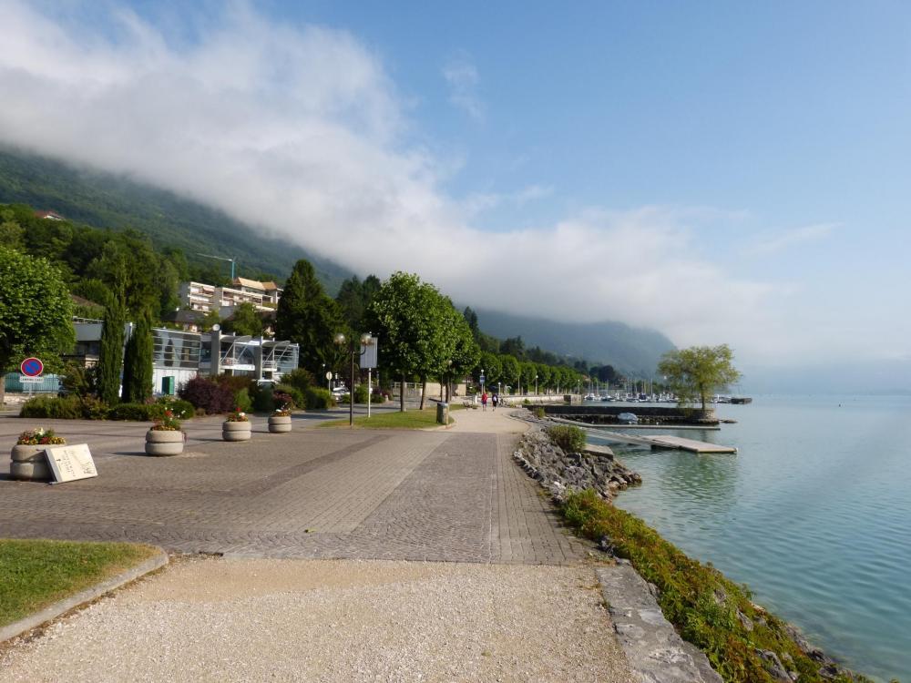 les rives du lac du Bourget entre Bourdeau et Bourget du lac.