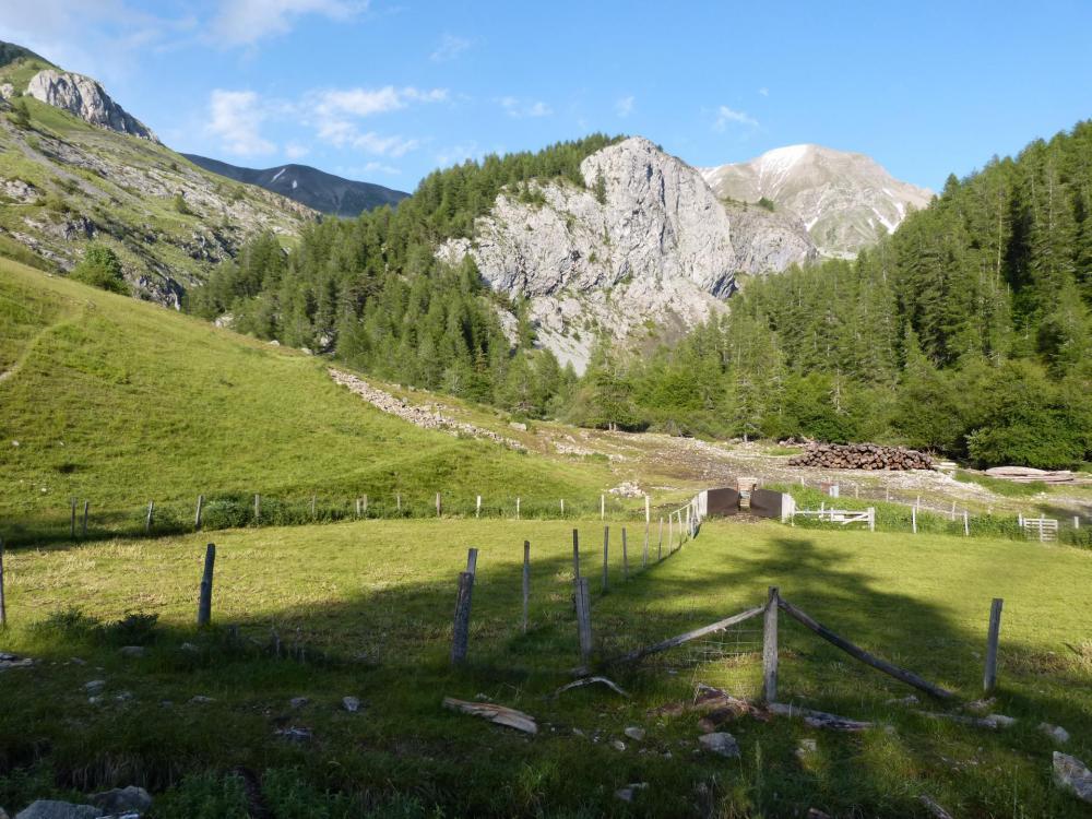Le site de la via de Rouanne depuis Ancelle dans les hautes Alpes