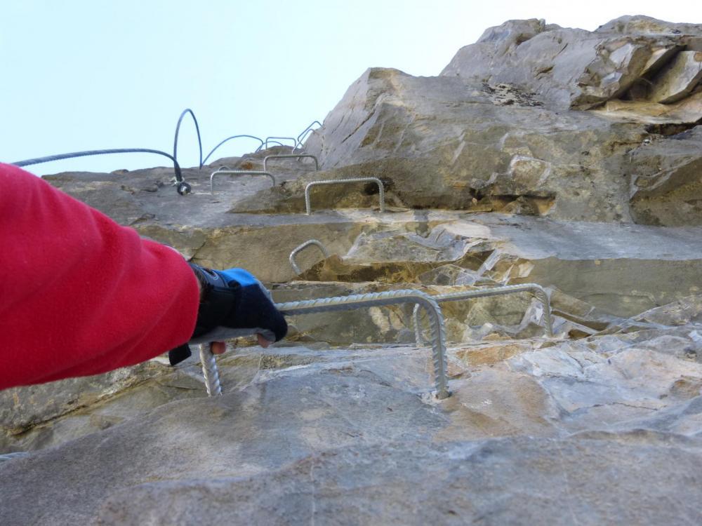 Via de Rouanne, à l' approche du sommet avant les traversées suspendues !