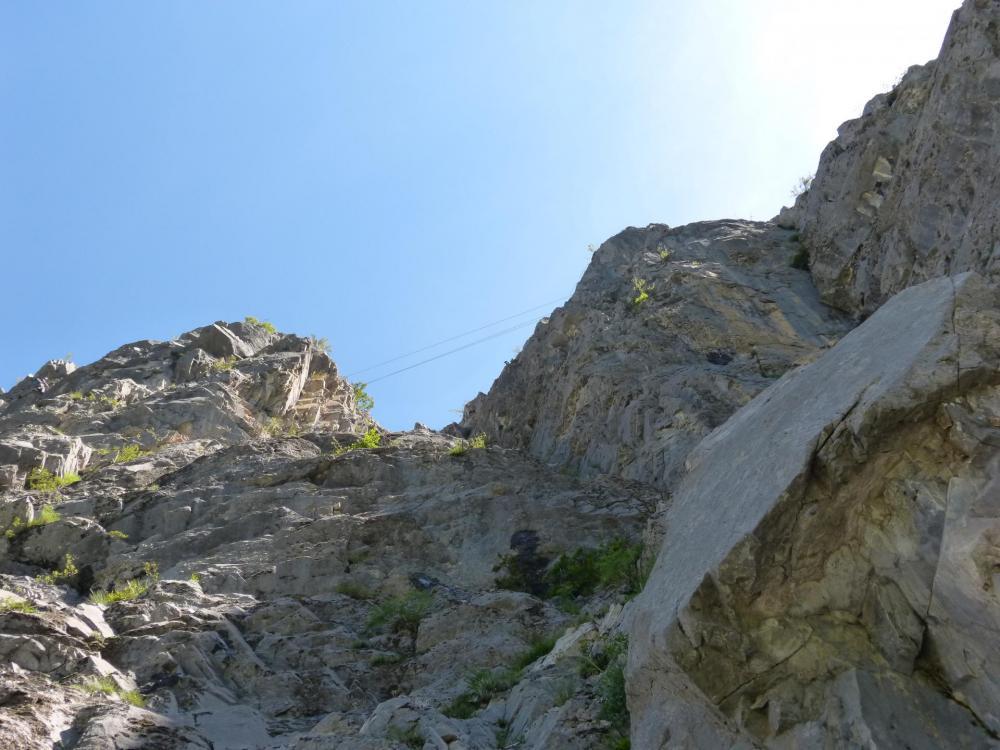 le pont tibétain de la via d'Ancelle vu de dessous