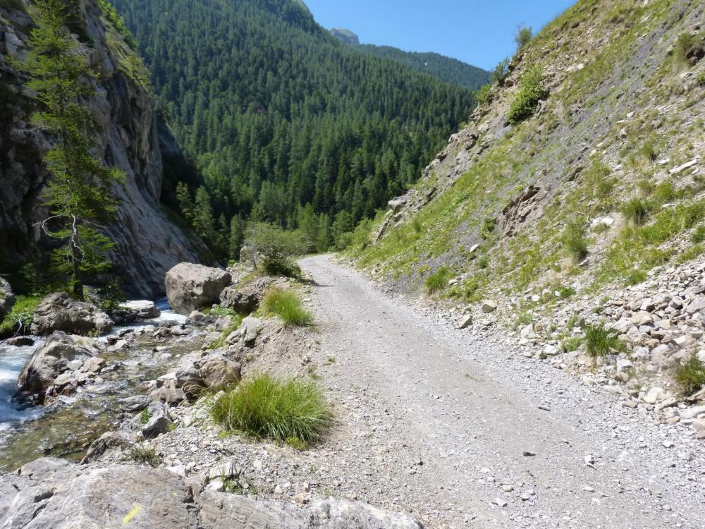 le chemin d' accès à la via de Rouanne