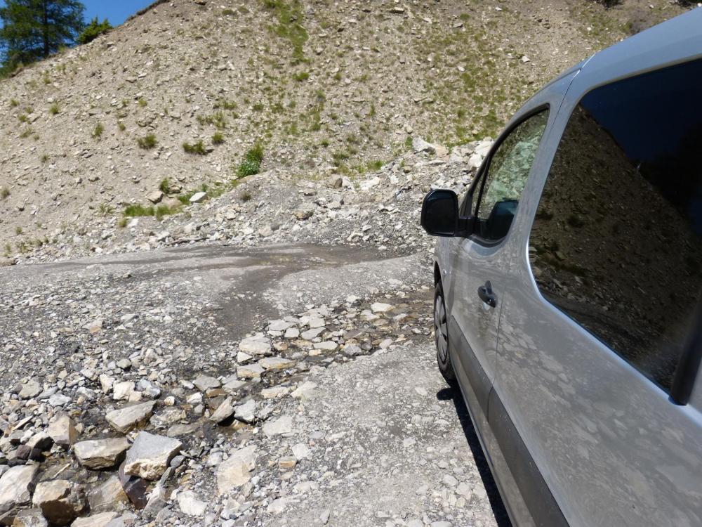 Chemin d' accès à la via de Rouanne, quelques passages de gué !
