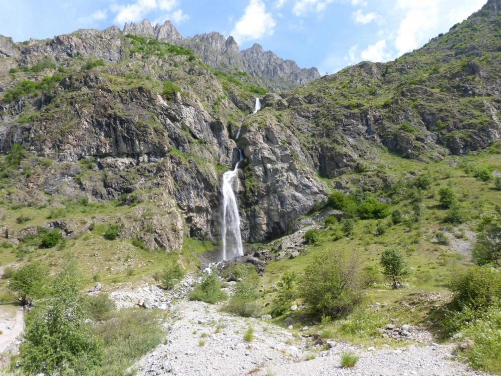 défilé de cascades dans la montée du Gioberney